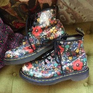 Vintage Floral Doc Marten Boots // Sz 6